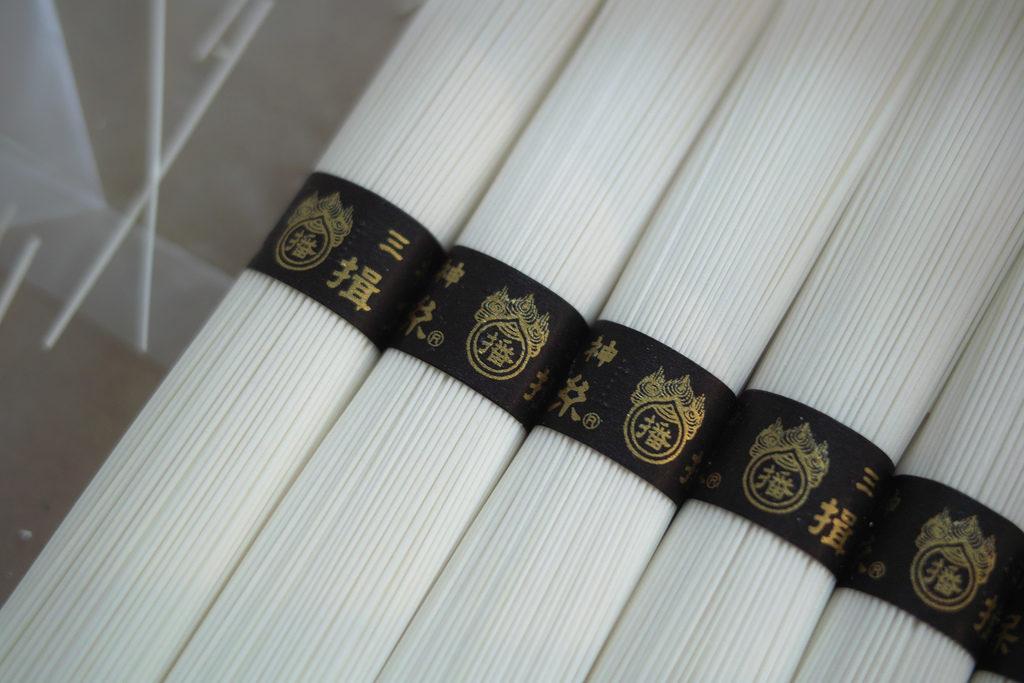 兵庫県手延素麺協同組合 『揖保乃糸 三神』 商品画像