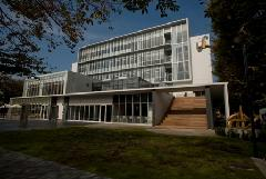 府中市立中央図書館 画像