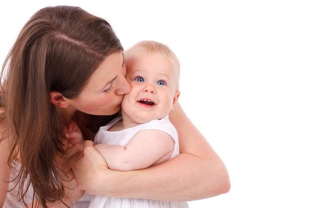 実は「ママ」「まんま」じゃない! 赤ちゃんの「はじめての言葉」ランキング1位は?