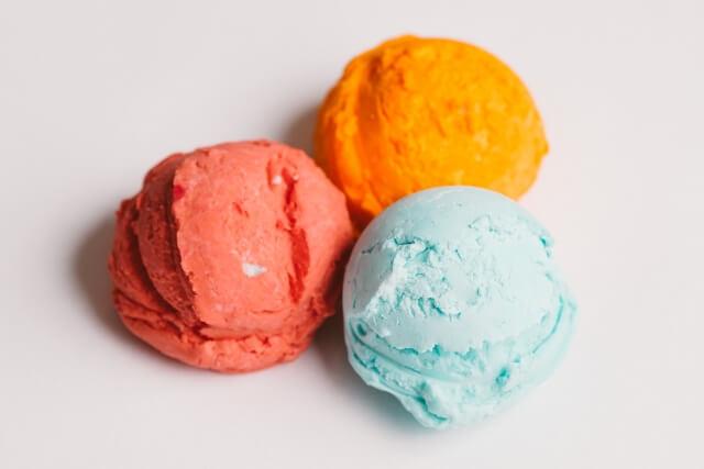 3色の隣接したアイスクリーム