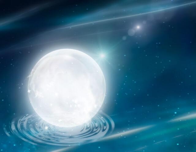 白く輝く星と宇宙
